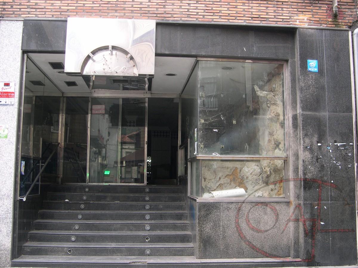 OPORTUNIDAD: 33.000€ – LOCAL DE 144 M. DE COMERCIO + 114 M. DE SÓTANO AL LADO DEL AYUNTAMIENTO DE SAMA DE LANGREO