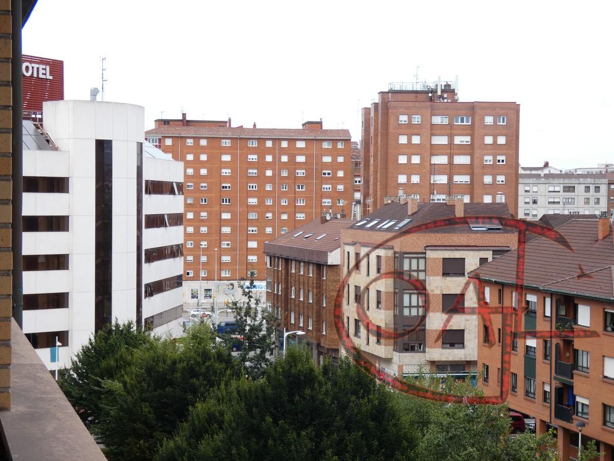 EXCELENTE PISO DE CALIDAD CON TRES HABITACIONES AL LADO DE LOS  JUZGADOS